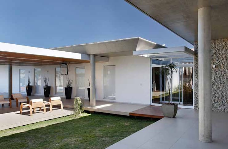 Residência R&CH: Jardins de inverno  por Skylab Arquitetos,Minimalista Concreto