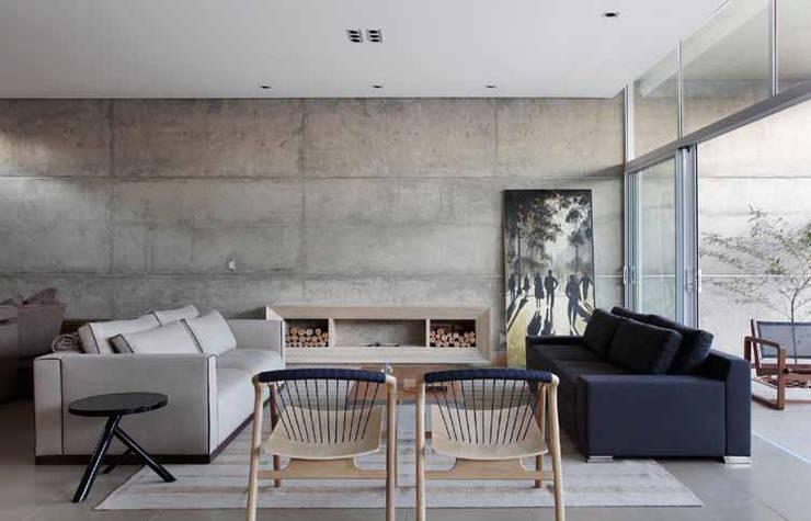 Residência R&CH: Salas de estar  por Skylab Arquitetos,Minimalista Concreto