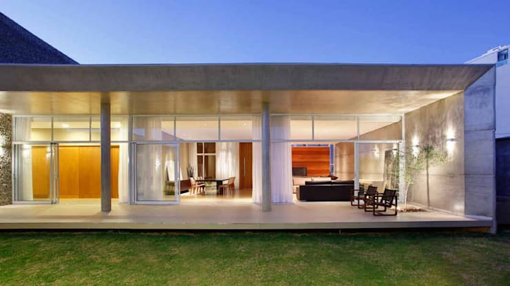 Rumah by Skylab Arquitetos