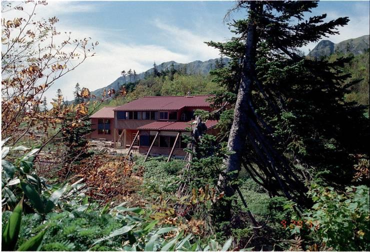 山荘-03: 唐崎計画設計工房が手掛けたホテルです。