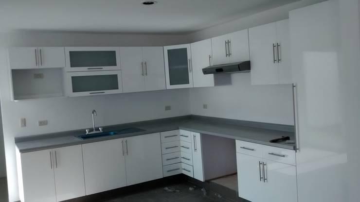 Carpinteria residencial: Cocinas de estilo  por seventh studio intrior