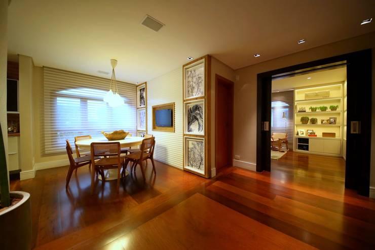 Residência Jardim Marajoara: Salas de jantar modernas por MeyerCortez arquitetura & design