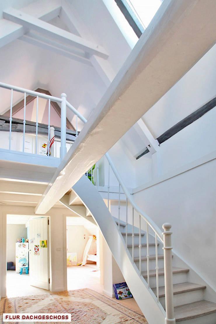 Projekty,  Korytarz, przedpokój zaprojektowane przez Architekturbüro Hans-Jürgen Lison