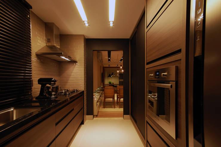 Apartamento 65: Cozinhas modernas por Neoarch