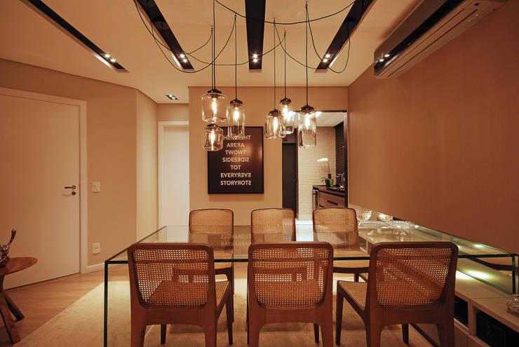 Apartamento 65: Salas de jantar modernas por Neoarch