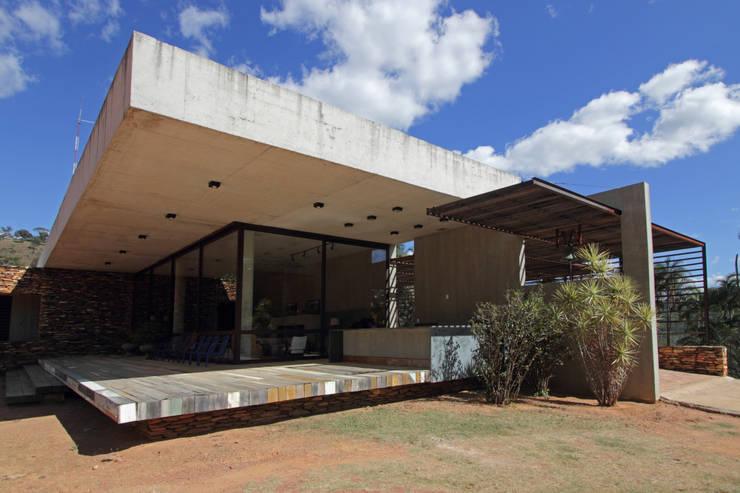 CASA DA FAZENDA: Casas  por COSTAVERAS ARQUITETOS
