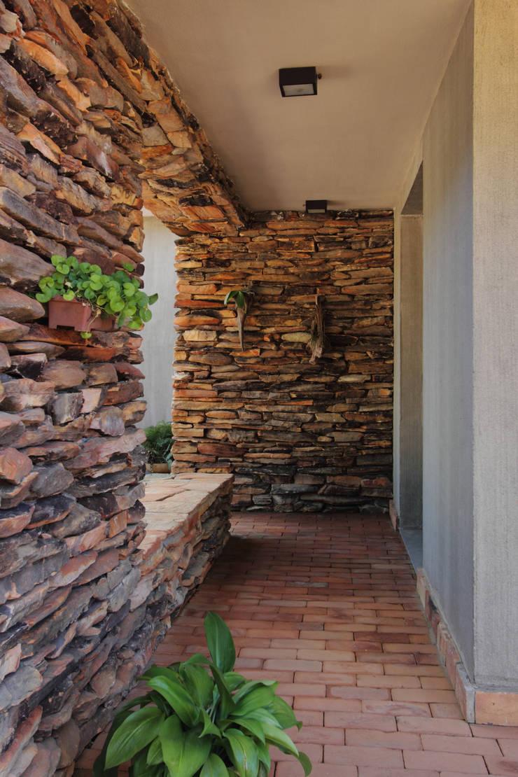 CASA DA FAZENDA: Casas modernas por COSTAVERAS ARQUITETOS