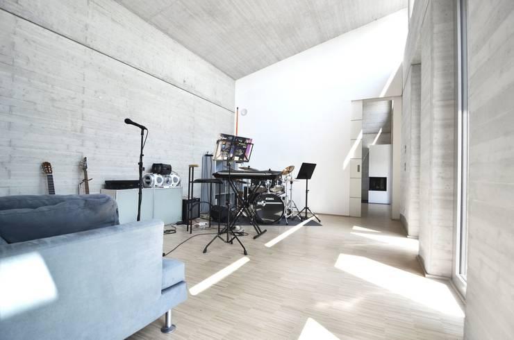 Haus KD: Wohnhauserweiterung mit Wellnessbereich  :  Multimedia-Raum von KERSCH + HANSEN ARCHITEKTEN