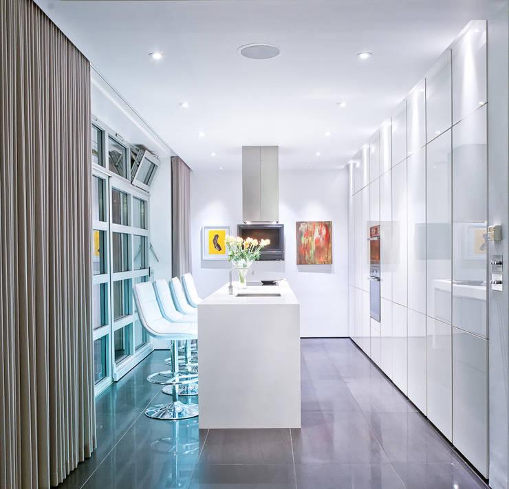 Islington Penthouse:  Kitchen by Urban Myth