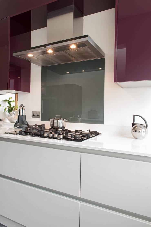 Urban Life Gloss Acrylic Grey & Plum:  Kitchen by Urban Myth