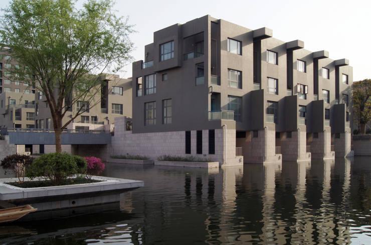 Living on Water- Shanghai: Case in stile in stile Minimalista di SERGIO PASCOLO ARCHITECTS