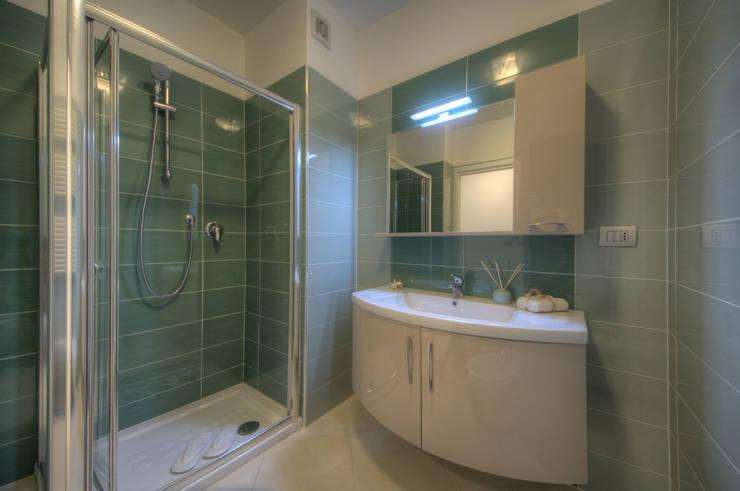 Bagno: Bagno in stile  di Lella Badano Homestager