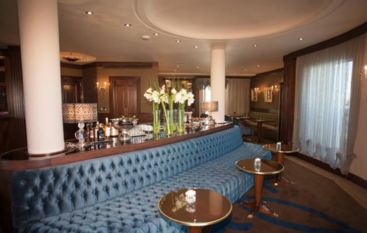 Bancada salón VIP: Hoteles de estilo  de DyD Interiorismo - Chelo Alcañíz