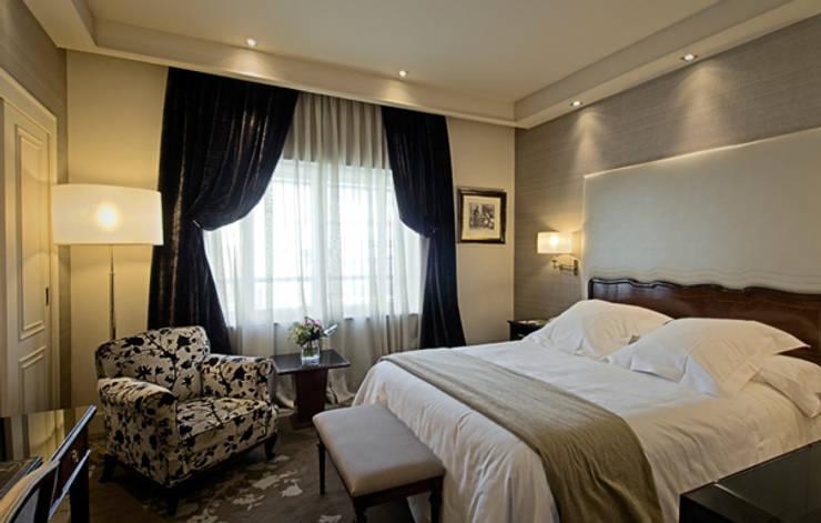 Suite : Hoteles de estilo  de DyD Interiorismo - Chelo Alcañíz