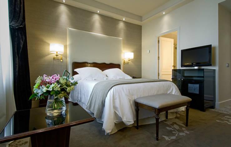 Junior suite: Hoteles de estilo  de DyD Interiorismo - Chelo Alcañíz