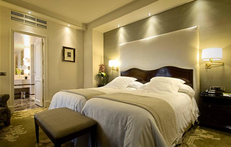 Reforma suite principal: Dormitorios de estilo  de DyD Interiorismo - Chelo Alcañíz
