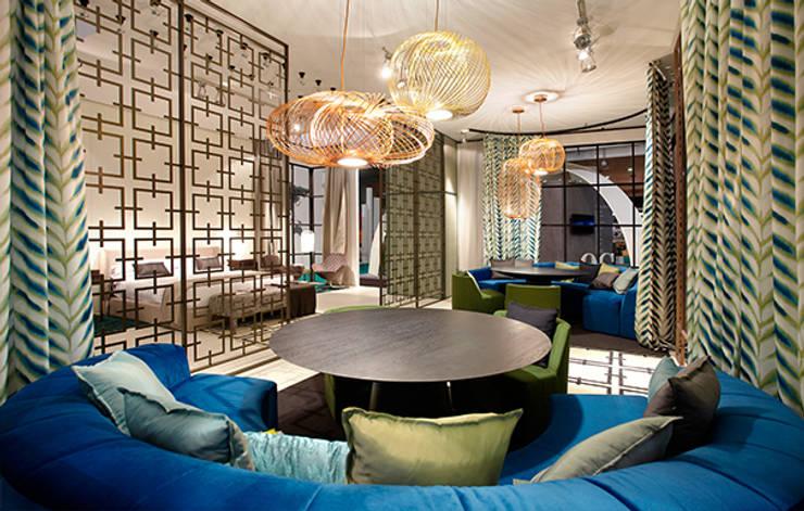 Zona reuniones: Hoteles de estilo  de DyD Interiorismo - Chelo Alcañíz