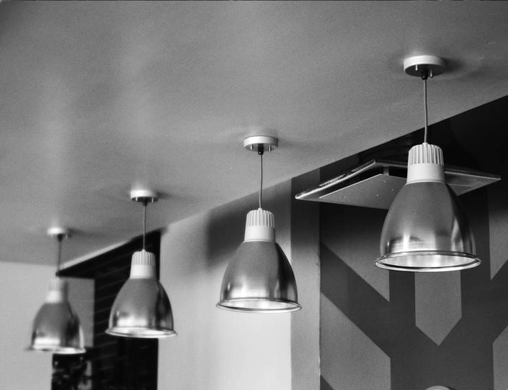 YAMAHA QUERETARO: Espacios comerciales de estilo  por citylab Laboratorio de Arquitectura
