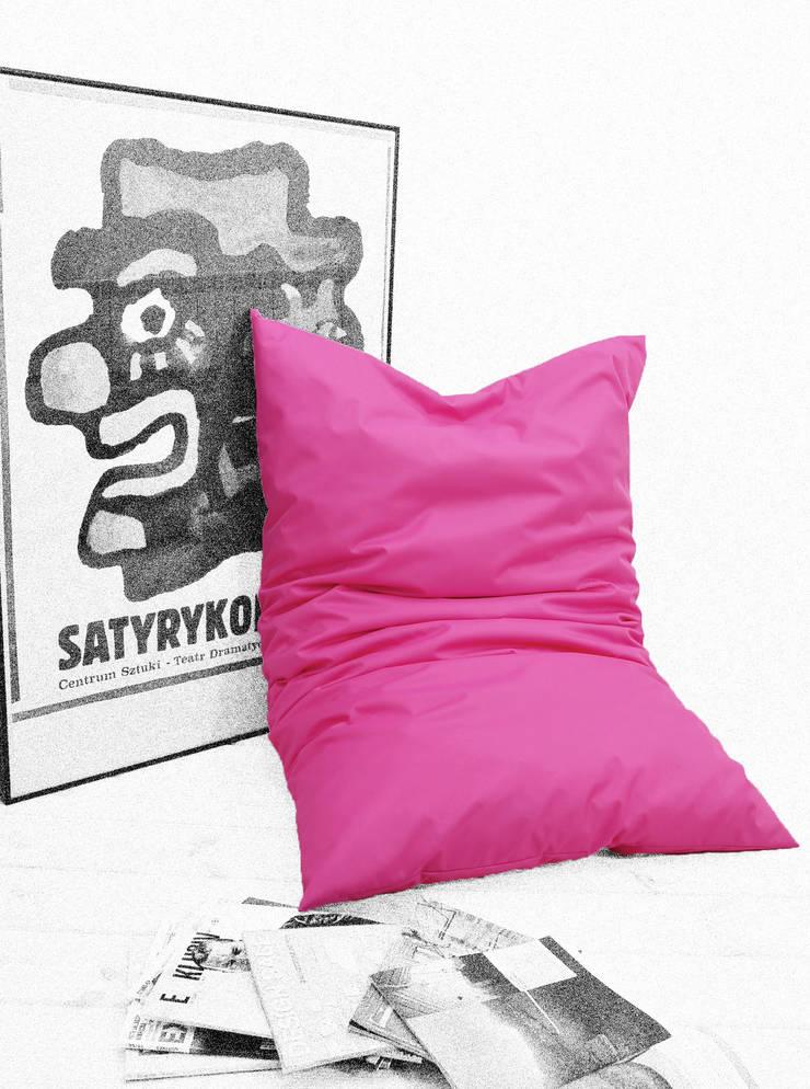poduszka do leżenia: styl , w kategorii Balkon, weranda i taras zaprojektowany przez Pracownia Reborn,