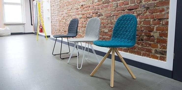 Mannequin - different bases & different fabric quiltings:  Esszimmer von WertelOberfell GbR
