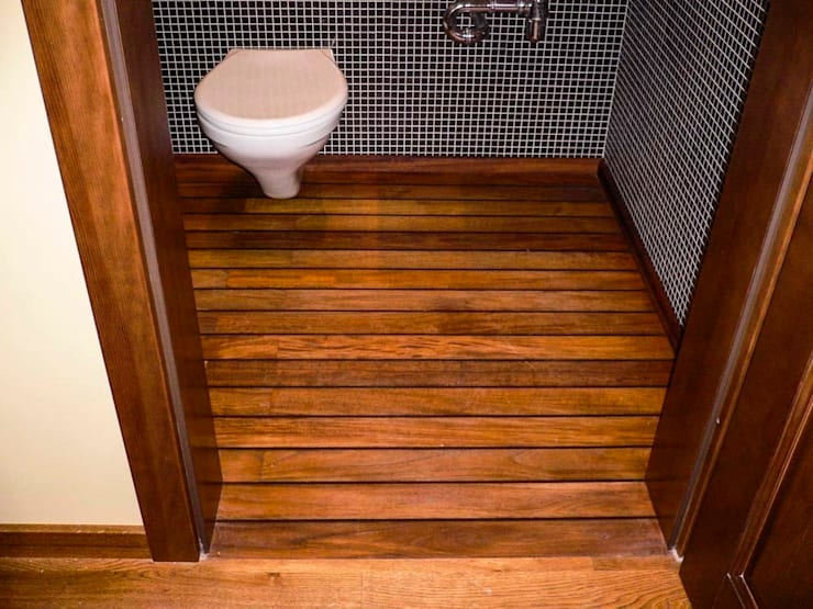Deski podłogowe w łazience – różne realizacje: styl , w kategorii Ściany zaprojektowany przez Profi Parkiet II Parkiet.pl