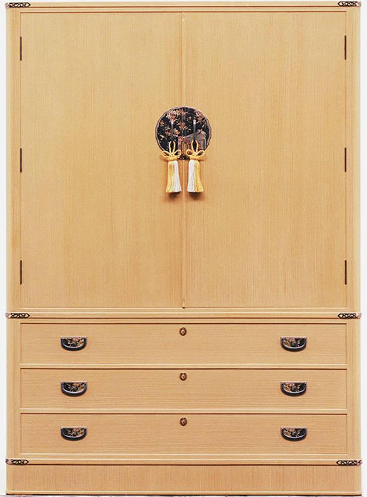 桐箪笥: 桐里工房が手掛けたドレスルームです。