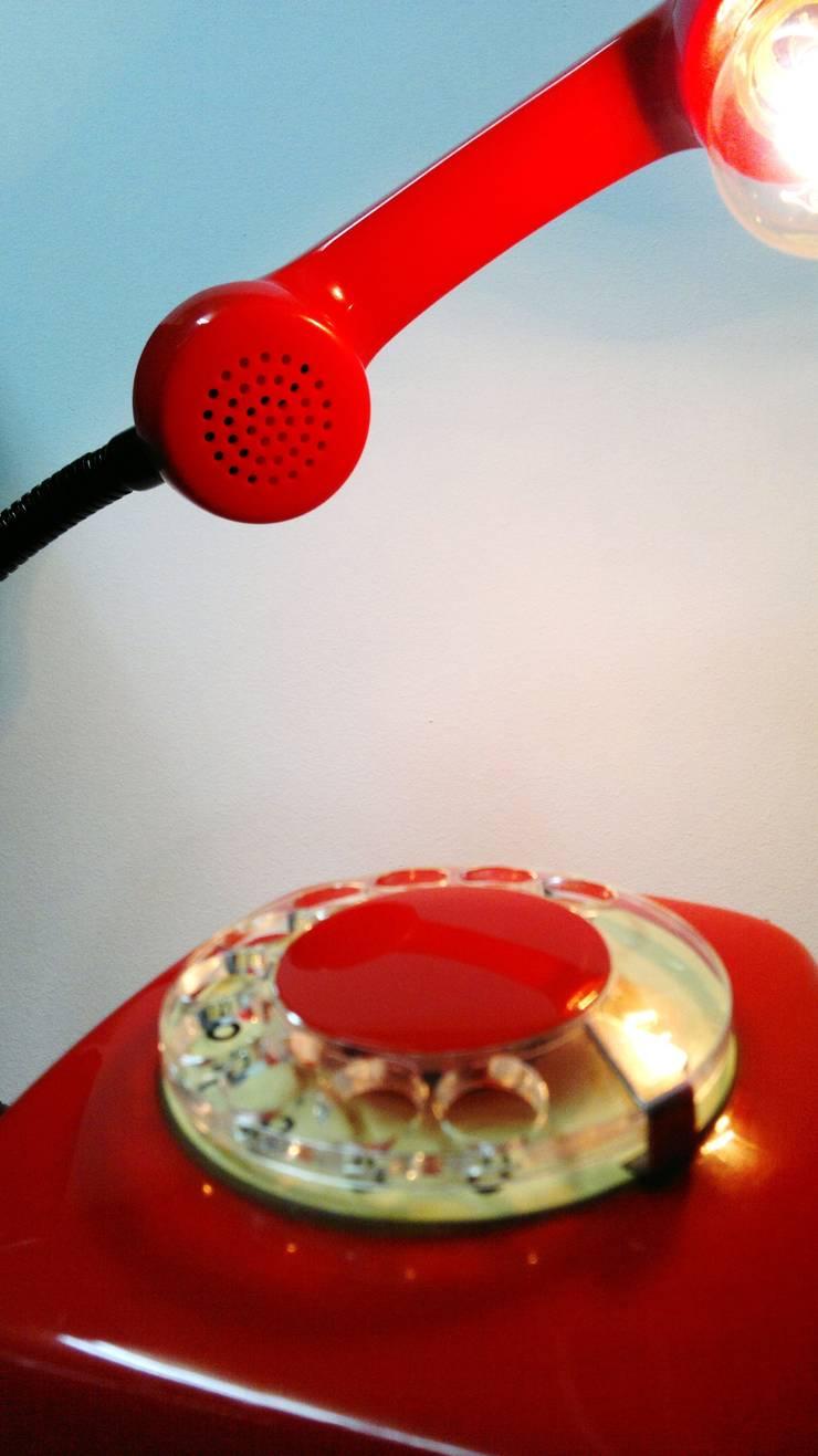 teleLAMPAfon - EmErgEncy 77': styl , w kategorii Domowe biuro i gabinet zaprojektowany przez RefreszDizajn