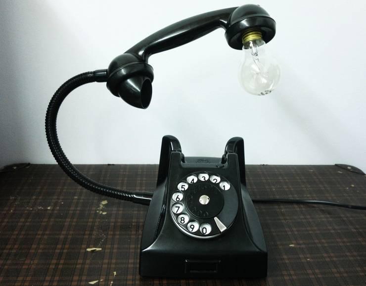 teleLAMPAfon - bLACK 51': styl , w kategorii Domowe biuro i gabinet zaprojektowany przez RefreszDizajn