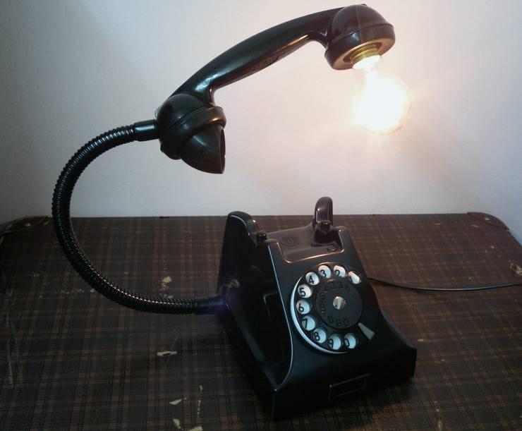 teleLAMPAfon - bLACK 51': styl , w kategorii Salon zaprojektowany przez RefreszDizajn
