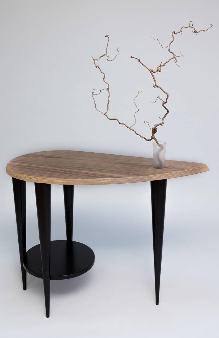Stolik kawowy z flakonem: styl , w kategorii Salon zaprojektowany przez Meble Autorskie Jurkowski