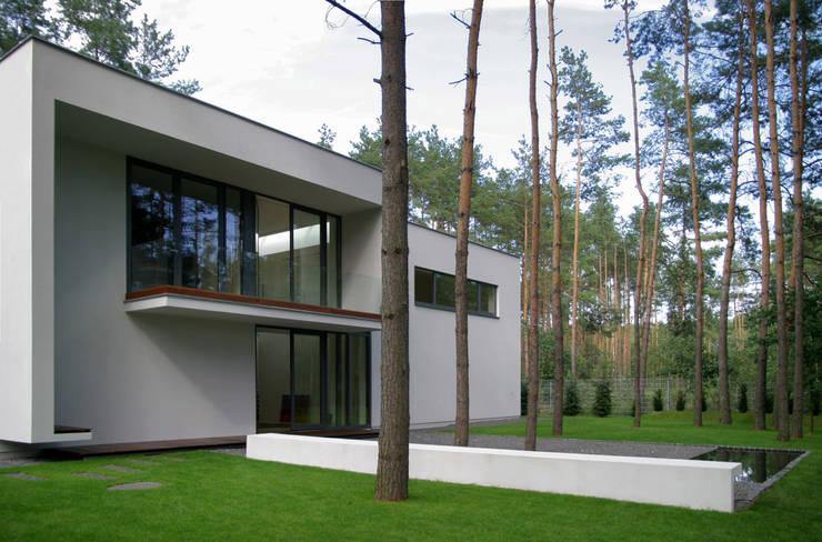 Dom B w Warszawie: styl , w kategorii Domy zaprojektowany przez Ingarden & Ewý Architekci,