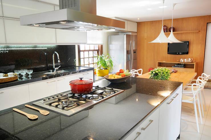 Cozinha Gourmet: Cozinhas  por Coutinho+Vilela,Moderno
