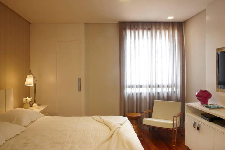 Projekty,  Sypialnia zaprojektowane przez Coutinho+Vilela