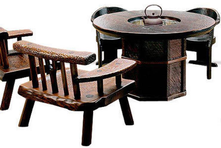 焼桐正円形囲炉裏テーブル: 桐里工房が手掛けたダイニングルームです。