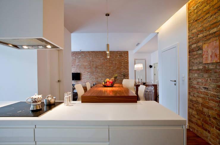 Kuchnia z salonem: styl , w kategorii Kuchnia zaprojektowany przez living box