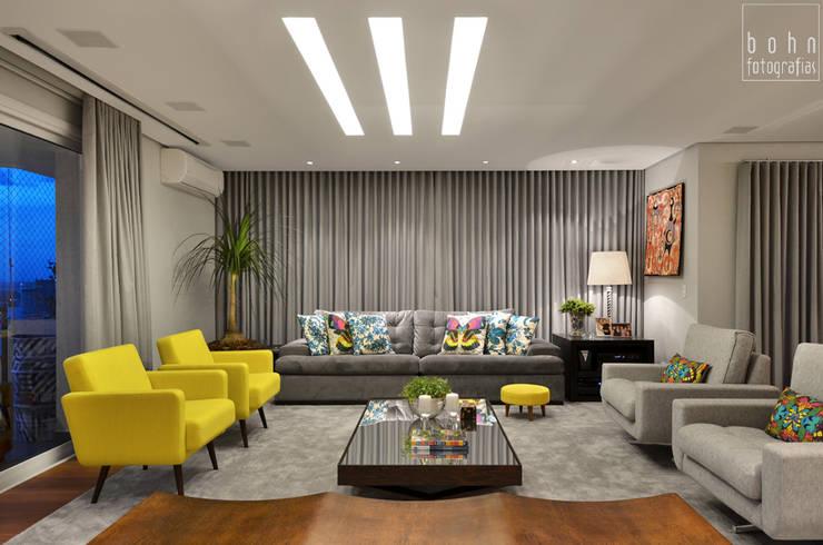 Living - Ambiente Estar e Jantar 160m2: Salas de estar  por Carolina Burin Arquitetura Ltda