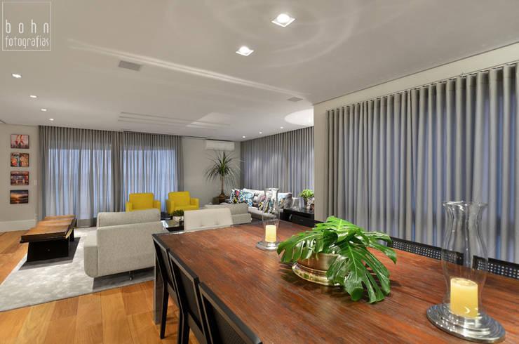 Living – Ambiente Estar e Jantar 160m2: Salas de estar  por Carolina Burin Arquitetura Ltda