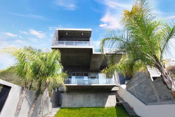 modern Houses by Diez y Nueve Grados Arquitectos