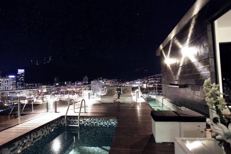 modern Pool by Diez y Nueve Grados Arquitectos