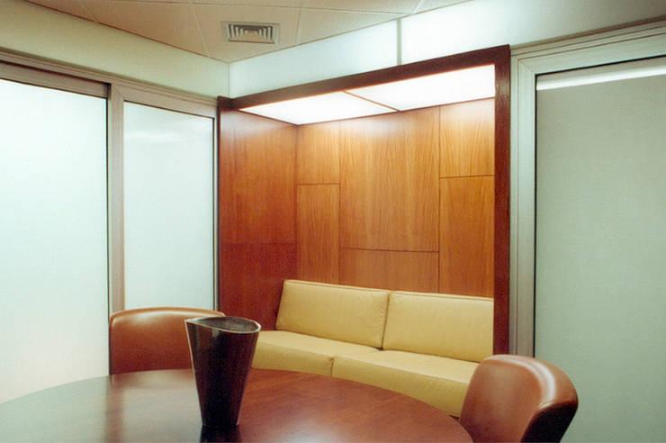 New Zealand Consulate: Escritório e loja  por ARQdonini Arquitetos Associados