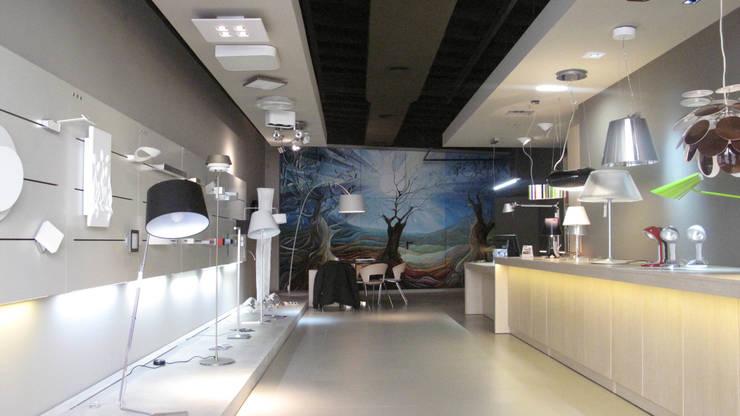 Tienda lámparas Lluria en Mollet del Valles : Oficinas y Tiendas de estilo  de Lavolta