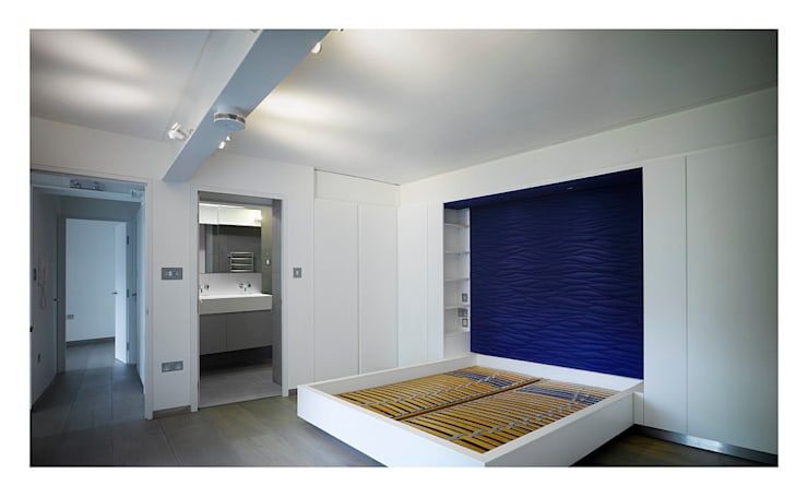 Chiswick Green Studios - Guest bedroom:  Bedroom by Syte Architects