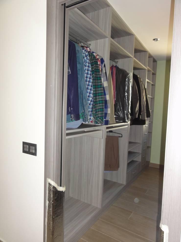 Vestidor doble a medida: Dormitorios de estilo  de SQ-Decoración