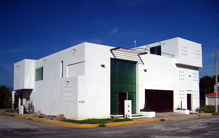 Fachada principal: Casas de estilo  por Diseño Corporativo