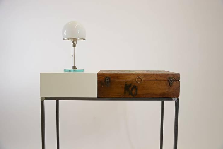 Vintage Möbel im neuformat Design:  Flur, Diele & Treppenhaus von neuformat möbeldesign