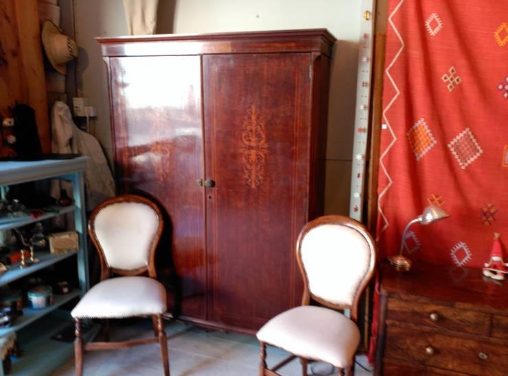 Aramario para recibidor: Vestíbulos, pasillos y escaleras de estilo  de The Hope's Furniture