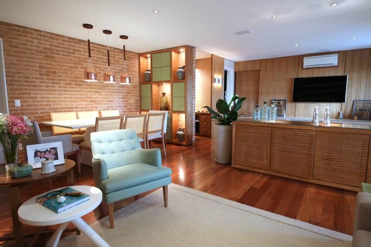 Salas / recibidores de estilo moderno por MeyerCortez arquitetura & design