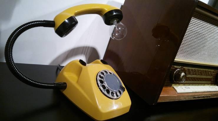 teleLAMPAfon - kaFka 77': styl , w kategorii Sypialnia zaprojektowany przez RefreszDizajn,