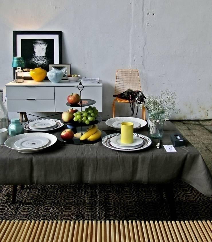 Patera VINYL: styl , w kategorii Salon zaprojektowany przez RefreszDizajn