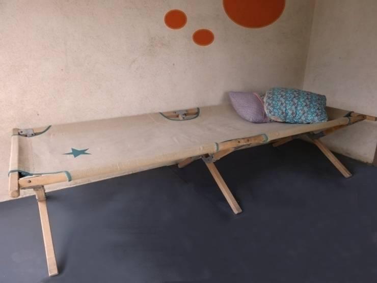 Lit de camp picot: Chambre d'enfants de style  par BANABOROSE